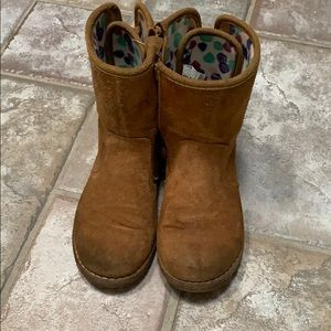 Authentic girls ugg boots.